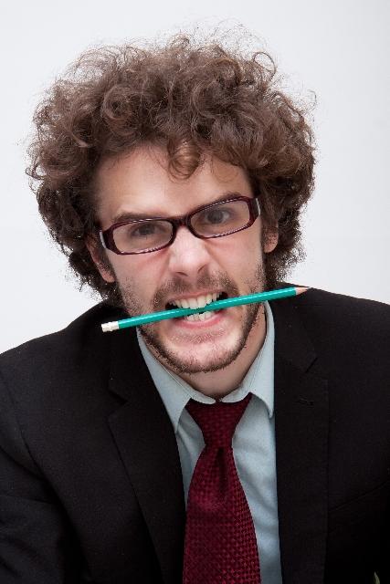 鉛筆噛んでる