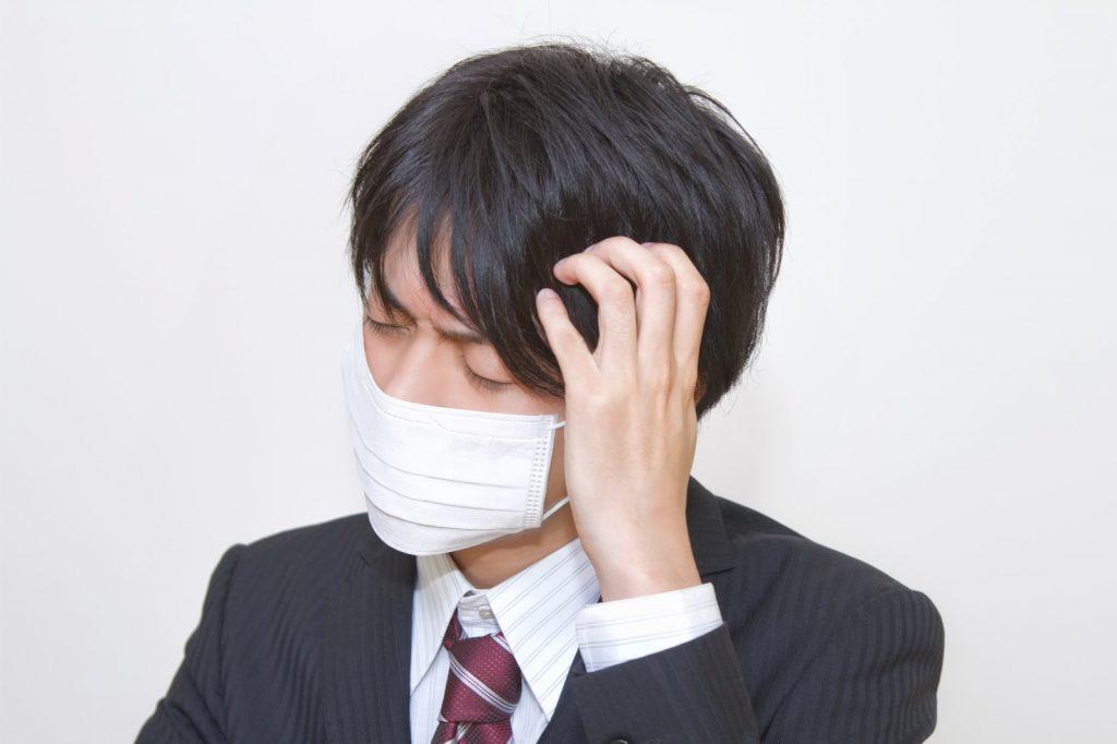 マスクをつけた男性